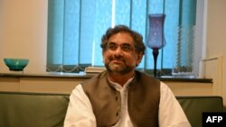 Şahid Hakan Abbasi, ozalky nebit ministri. Arhiw fotosy.