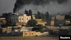دود ناشی از انفجارها بر فراز شهر مرزی تلابیض؛ یکشنبه ۲۱ مهر