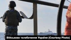 Азовское море, солдат ВМС Украины (иллюстрационное фото)