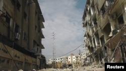 Pamje e ndërtesave të dëmtuara nga luftimet ndërmjet forcave të Sirisë dhe kryengritësve afër kryeqytetit Damask