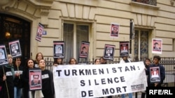 Activists protest against abuses of press freedoms outside the Turkmen Embassy in Paris in September