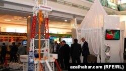 """Экспозиция госконцерна """"Туркменнефть"""" на международной выставке """"Нефть и газ Туркменистана"""" в Ашхабаде (архивное фото)"""