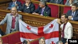 «Наша Украина» осенила депутатов грузинским флагом