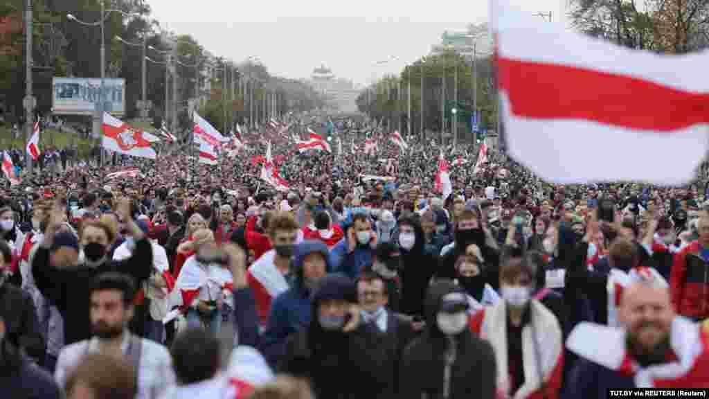 Незважаючи на затримання, в марші в Мінську взяли участь, за оцінками незалежних ЗМІ, понад 100 тисяч людей