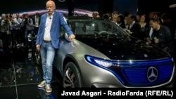 دیتر زچه مدیرعامل دایملردر نماشگاه خودرو پاریس