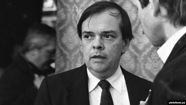 Джеймс Мейс – виконавчий директор Комісії дослідників при Конгресі США дає інтерв'ю під час міжнародного симпозіуму «Голодомор-33». Київ, 1990 рік