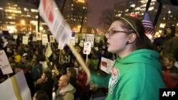 Те, кто еще недавно протестовал против политики губернатора Скотта Уокера, проголосовали за него на выборах