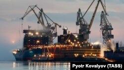 Російська плавуча АЕС «Академік Ломоносов»