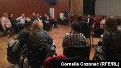 Persoane în scaun rulant la o întrunire la Chișinău