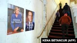 در نخستین دور از انتخابات ریاستجمهوری فرانسه، مکرون نزدیک به ۲۴ درصد و لوپن بیش از ۲۱ درصد آرا را به خود اختصاص داده بودند