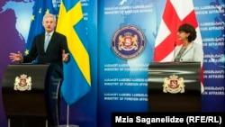 Վրաստանի արտգործնախարար Մայա Փանիջիկիձեն և Շվեդիայի արտգործնախարար Կարլ Բիլդտը համատեղ ասուլիսում, Թբիլիսի, 30-ը հունիսի, 2014