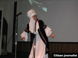 Салтанат Дуйшалиева-Чилдрес на одном из фестивалей.