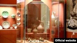 В настоящее время подавляющее большинство экспонатов, отражающих историю Узбекистана, хранятся в Эрмитаже в Санкт-Петербурге.