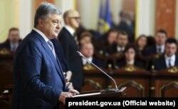 Травень 2019 року. Президент Порошенко бере участь у складанні присяги суддями Верховного суду