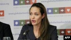 Анџелина Џоли