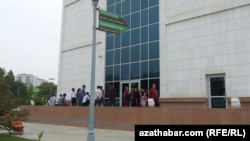 "Turkmenistan. Queue to currency exchange at ""Russkiy"" market. Ashgabat. May 15, 2015"
