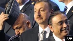Әзербайжан президенті Ильхам Әлиев (ортада). Чикаго, 21 мамыр 2012 жыл.
