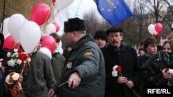 В то, что власти в юбилейный год провозглашения Белорусской Народной Республики разрешат оппозиции самостоятельно выбирать маршрут движения, с самого начала верилось с трудом