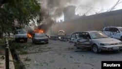 Աֆղանստան - Պայթյունին հաջորդած հրդեհը, վնասված ավտոմեքենաներ, Քաբուլ, 31-ը մայիսի, 2017թ․