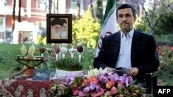 دومین دوره ریاست جمهوری محمود احمدینژاد در مرداد ۹۲ پایان میگیرد
