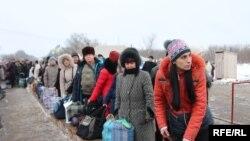 Перетин лінії розмежування біля КПВВ «Майорське» на Донбасі