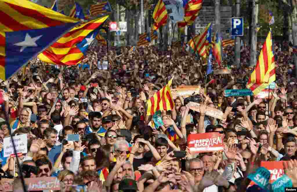 27 жовтня парламент Каталонії проголосував за незалежність цього автономного регіону від Іспанії. Голосування бойкотували опозиційні депутати