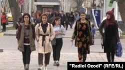 Яке аз хиёбонҳои шаҳри Душанбе. Акс аз 1-уми марти соли 2019.