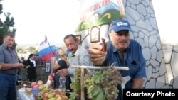 Проблема Южной Осетии в ее уникальном положении: она вроде бы на границе с Россией, но в то же время внутри российского социально-экономического пространства