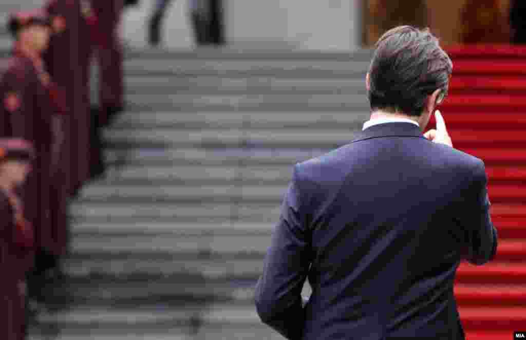 МАКЕДОНИЈА - Претседателот Стево Пендаровски во пресрет на средбата со францускиот претседател Емануел Макрон вели дека земјава е подготвена за преговори брз разлика каква ќе биде методологијата за реформи во ЕУ, но сака да знае кога навистина ќе почнеме со преговори.