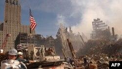 ویرانههای برجهای تجارت جهانی؛ یک هفته پس از حمله ۱۱ سپتامبر