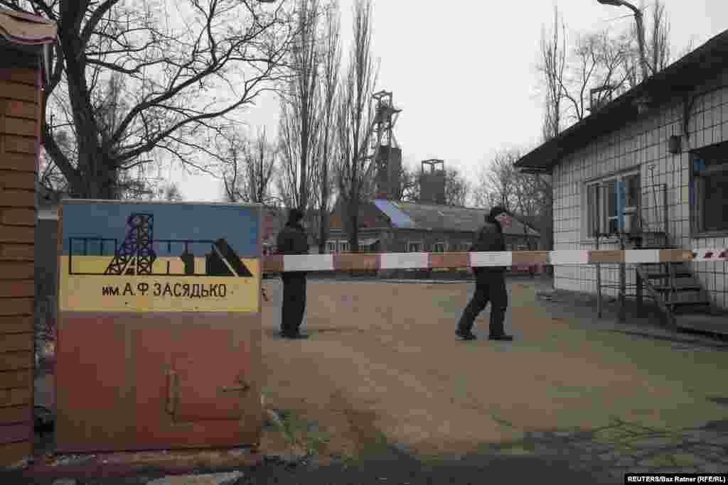 Вход на шахту имени Засядько расположен на одноименном проспекте в Донецке