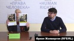 Хеза Макгилл, исследователь Amnesty International по Центральной Азии, во время презентации доклада в офисе организации «Қадір-Қасиет». Астана, 12 октября 2018 года.