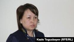 Судья Алмалинского районного суда Алма Абдухалыкова на суде по делу гражданских активистов Серикжана Мамбеталина и Ермека Нарымбаева. Алматы, 18 декабря 2015 года.