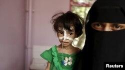Жарақат алған бала мен оның анасы. Сана, Йемен, 28 шілде 2015 жыл.