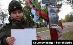 Богдана Нещерет на могиле Алексея Мозгового