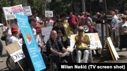 Protest osoba sa invaliditetom pred Vladom Srbije, juni 2015