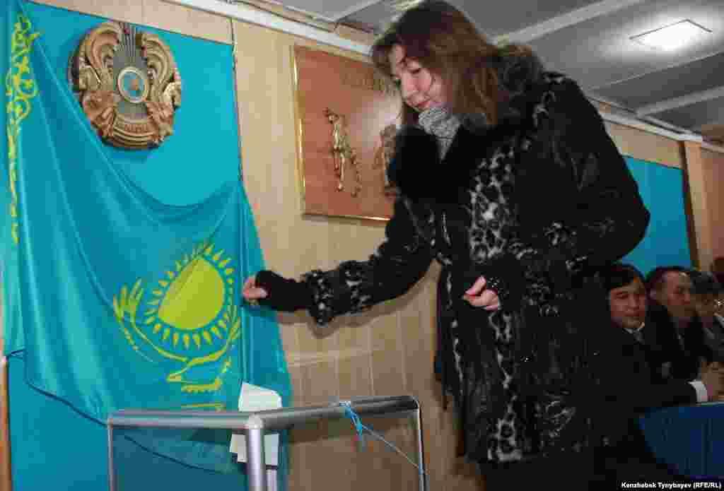 Голосование на избирательном участке № 263 в Алматы.