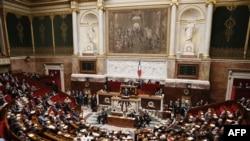 Kryeministri francez, Jean-Marc Ayrault mban fjalim para parlamentarëve në Paris, 4 shtator 2013