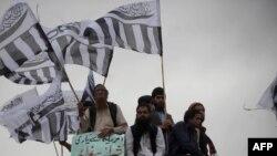 مذهبي ډلې وايي پاکستان نه پرېږدي چې لارې خلاصې کړي
