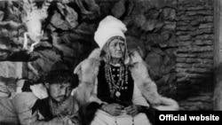 """Кадр из культового фильма Толомуша Океева """"Потомок белого барса"""""""