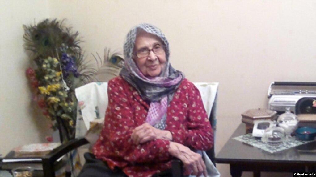 مادر زهرا رهنورد درگذشت؛ موسوی و رهنورد برای ساعاتی از حصر خارج شدند