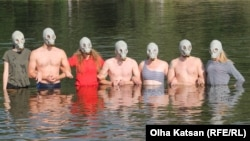 Акція стала реакцією на регулярні зливи у річку невідомої речовинив районі Русанівських садів