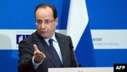 Франция президенті Франсуа Олланд ресейлік және француз бизнесмендерімен кзедесуінде. Мәскеу, 28 ақпан 2013 жыл.