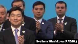 Бауыржан Байбек (слева) во второй раз за свою карьеру занял пост первого заместителя председателя партии «Нур Отан» в июне 2019 года после почти четырех лет работы на посту акима Алматы. В первый раз он работал первым зампреда «Нур Отана» с января 2013 года по август 2015 года.