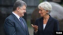 Архівне фото: Президент України Петро Порошенко і виконавчний директор Міжнародного валютного фонду Крістін Лаґард