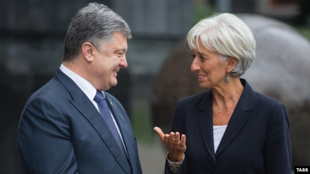 Ukrainian President Petro Poroshenko (left) and Christine Lagarde (right) were all smiles at this meeting in September but the IMF head has since had some very harsh words for the Kyiv administration.