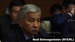 Қазақстан қорғаныс министрі Иманғали Тасмағамбетов алтыншы сайланған парламент мәжілісінің алғашқы отырысында. Астана, 25 наурыз 2016 жыл.