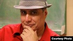مصطفی عزیزی، تهیه کننده فیلم و سریال به تازگی از ايران خارج شده و در تورنتوی کانادا به سر می برد.