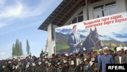 Маркумдун сөөгү кичи мекени Кызыл-Сеңирге коюлду. 16-апрель,2009-жыл.