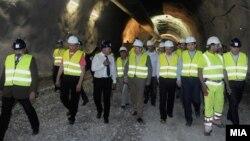 Екс премиерот Никола Груевски во увид на градежните работи на автопатот Демир Капија- Смоквица (архивска фотографија)